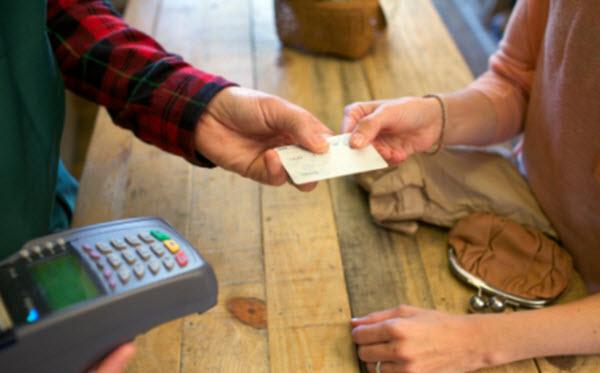 Como ter um cartão de crédito sem comprovar renda